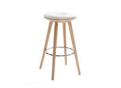 Tabouret de bar scandinave 65cm PU blanc pieds bois clair NORDECO